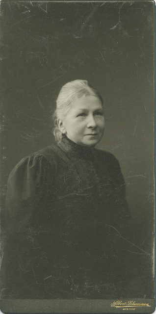Elise Köhlau Höber around 1910, some years after the suicide of her husband Anselm.